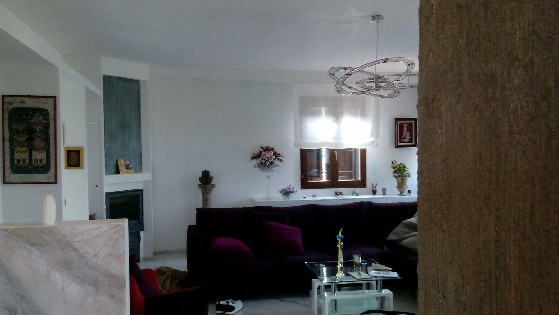 soffitto e parete frontale in stucco  veneziano bianco