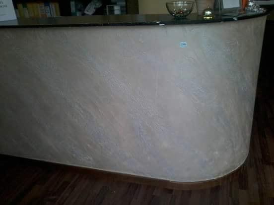 bancone-decorato-con-stucco-a-calce-effetto-pietra-spaccata2