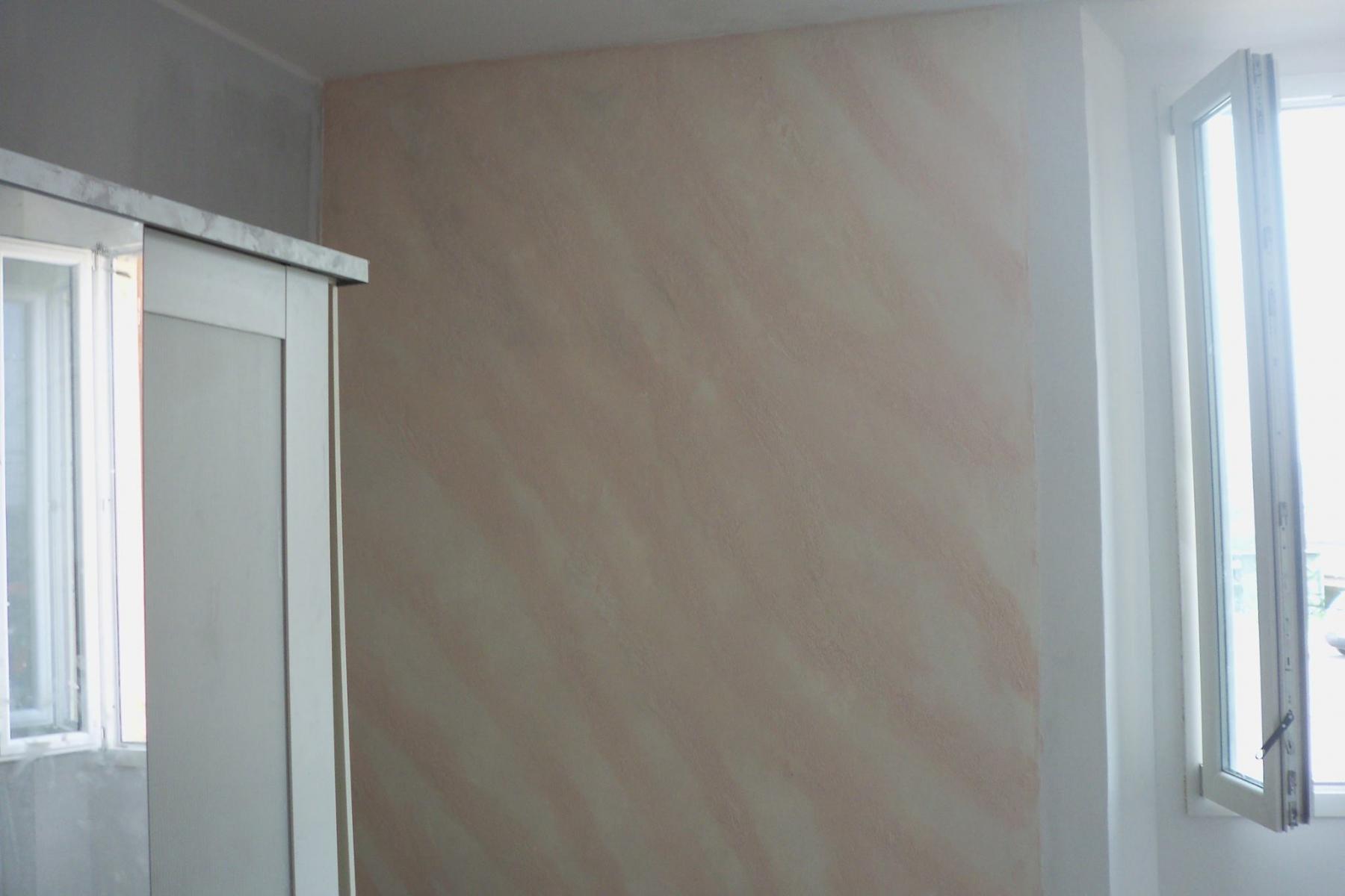 parete-decorata-con-stucco-a-calce-effetto-pietra-spaccata-2