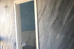parete-decorata-con-pietra-spaccata