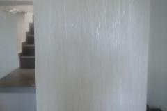 parete-scala-decorata-con-stucco-a-calce-effetto-zen